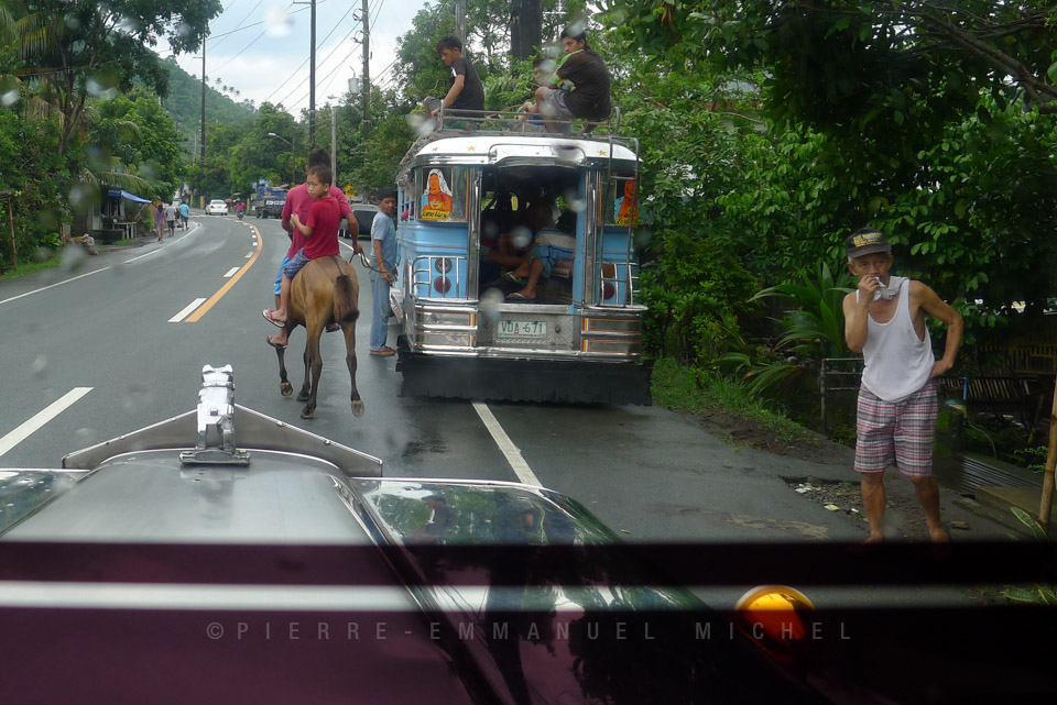 20130727-P1220238-tagaytay-calamba-san-pablo-bus-tricycle-van
