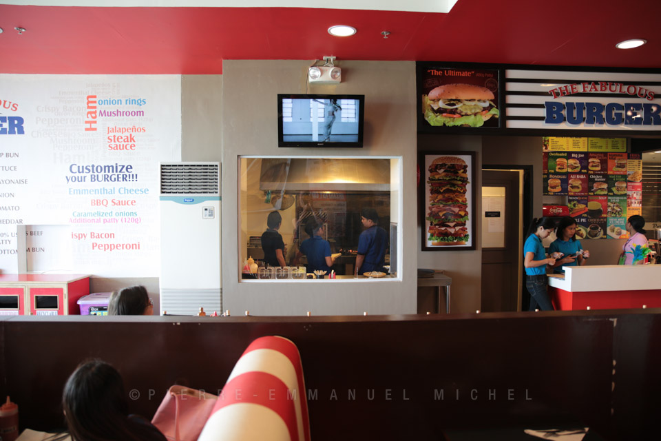20130713-011-9B5A1697-burger-restaurant-customers-cooking-beef-angus-mall-gaisano