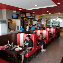 20130713-012-9B5A1745-burger-restaurant-customers-cooking-beef-angus-mall-gaisano
