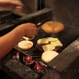 20130713-018-9B5A1720-burger-restaurant-customers-cooking-beef-angus-mall-gaisano