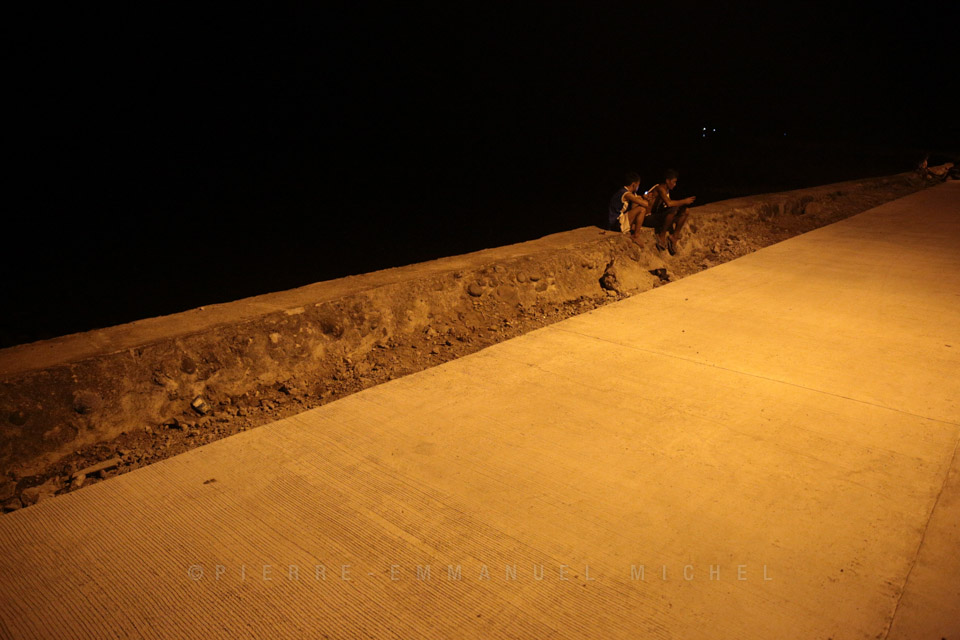 20130709-009-9B5A1268-silay-beach-by-night-fishermen-artists-restaurants